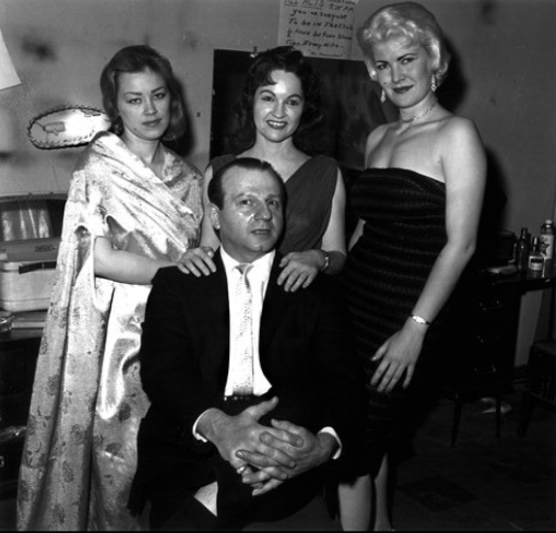y0-jack-with-three-of-his-girls